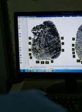 Revelação e análise das impressões digitais auxiliam o trabalho pericial