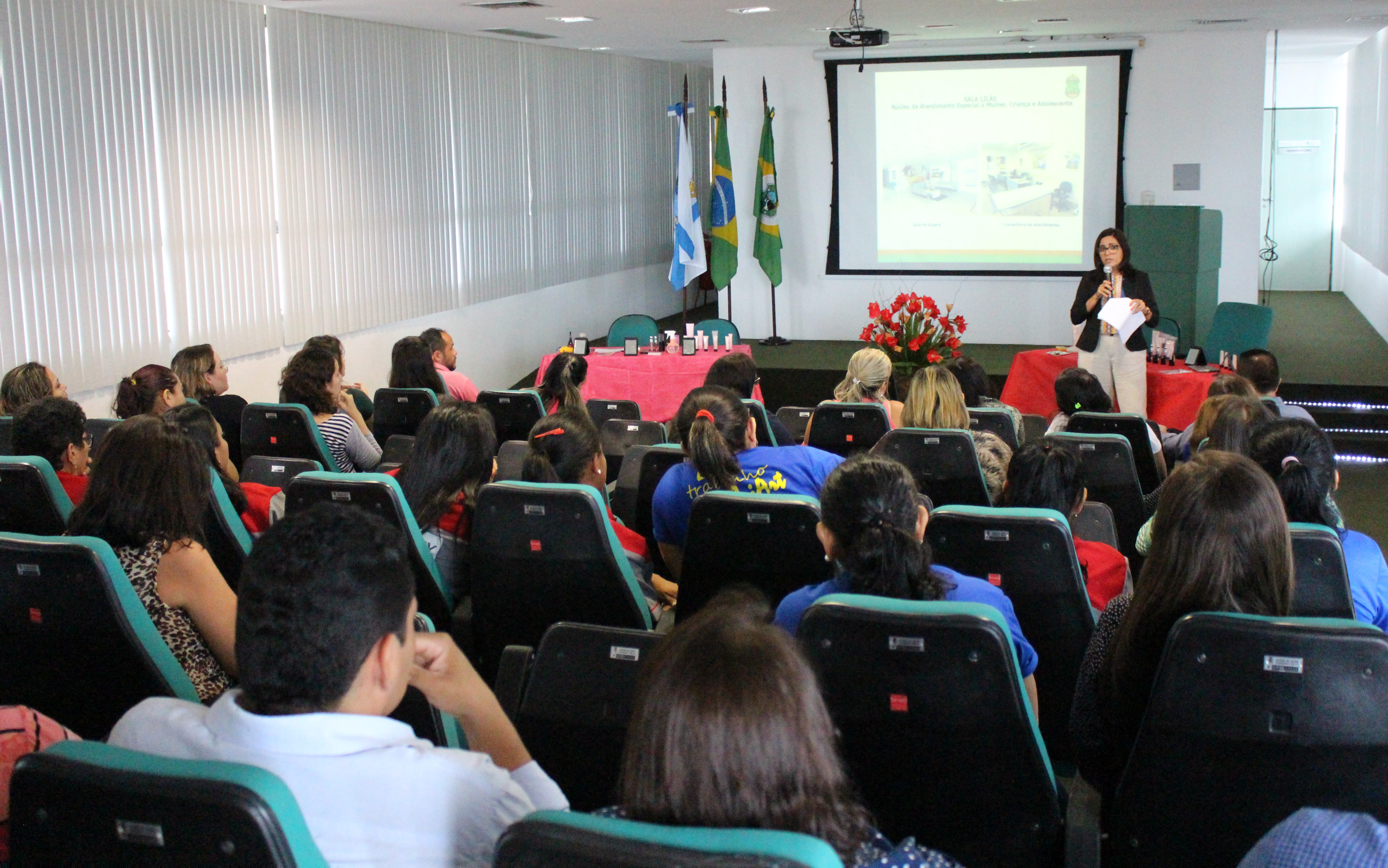 Pefoce celebra o Dia da Mulher com palestra sobre a 'violência contra a mulher' e momento de beleza
