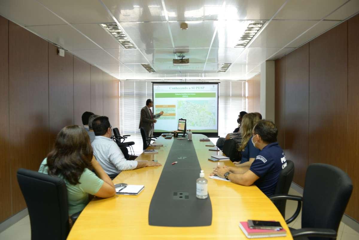 Superintendente de Pesquisa e Estratégia de Segurança Pública visita sede da Pefoce